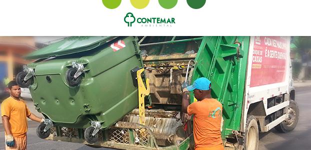 momento da coleta de resíduos para ilustrar como é a produção de lixo no Brasil